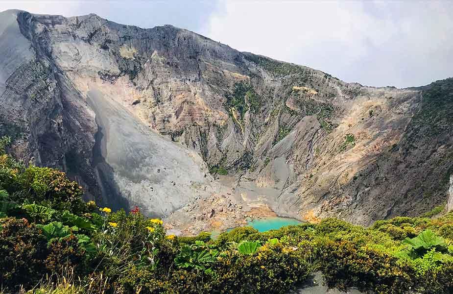 De vulkaan Irazu en het landschap daar omheen