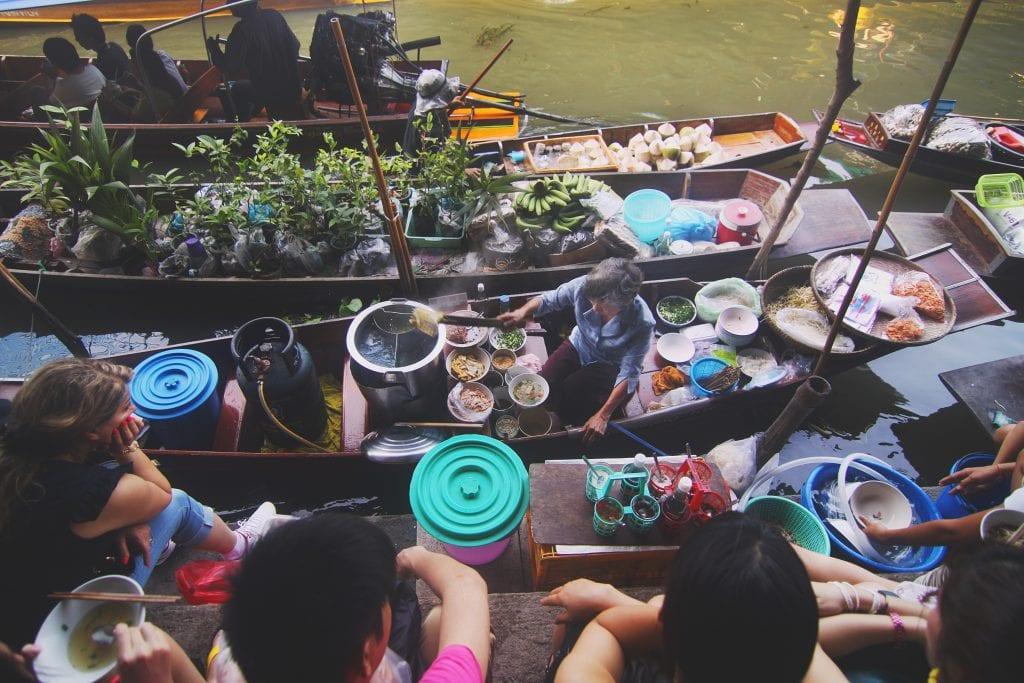 Doen in Bangkok, een drijvende markt bezoeken
