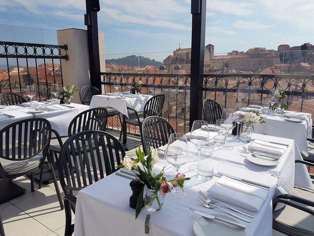 Gedekte tafels in Above 5 in Dubrovnik