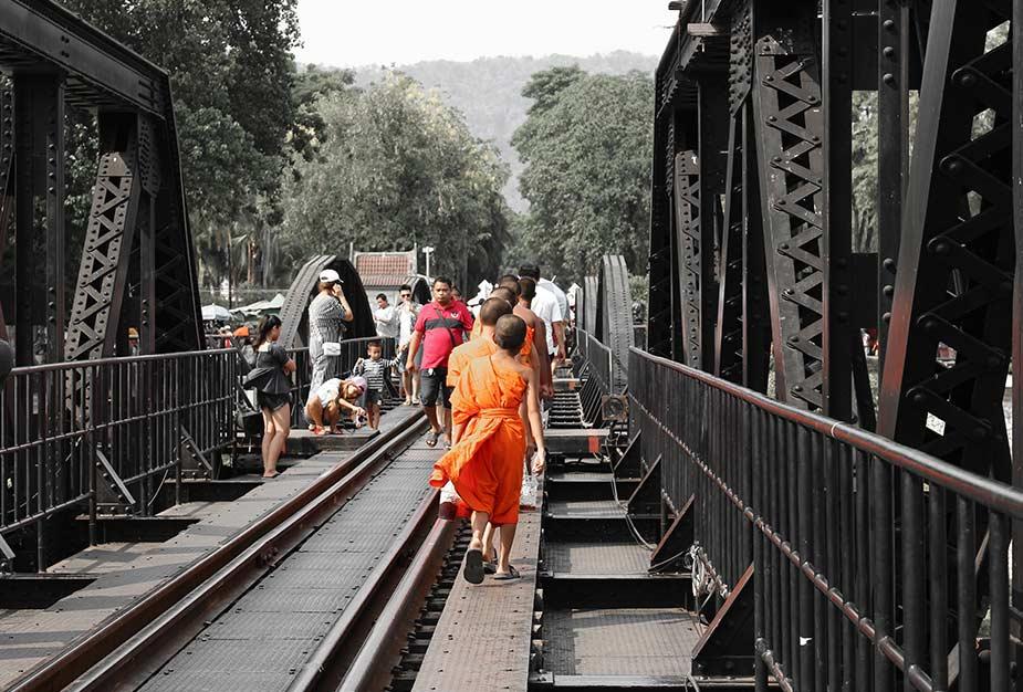 De beroemde brug over de River Kwai in Thailand