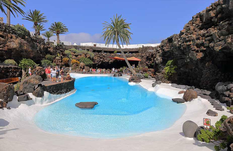 Het binnenmeer van Jameos del Aqua op Lanzarote