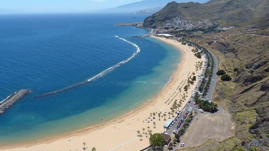 Playa de las Teresitas, een van de mooiste stranden van de Canarische Eilanden, in het noorden van Tenerife