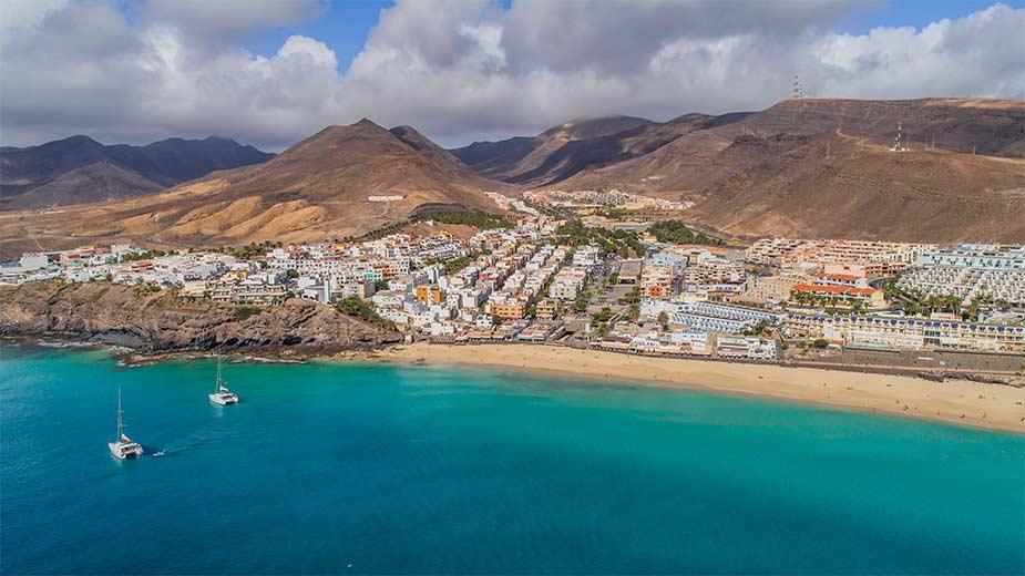 Zeker een van de mooiste stranden van de Canarische eilanden: Playa Jandia in het zuiden van Fuerteventura