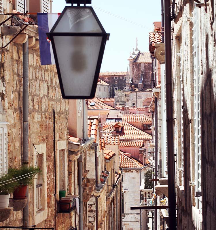 Blik op een straatje in Dubrovnik