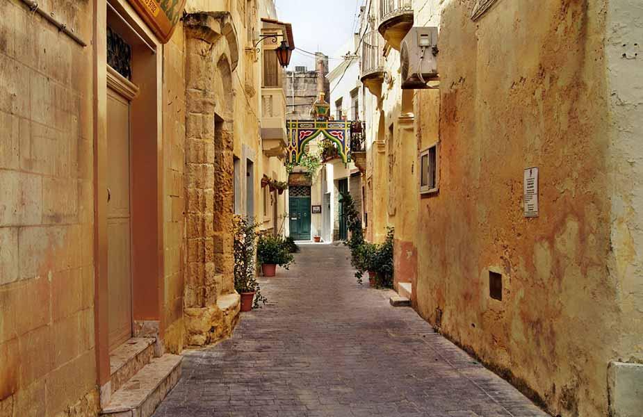 Typisch straatje in Valletta op Malta