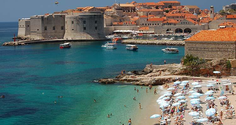 Strand van Dubrovnik waar je ook naar toe kan gaan tijdens een stedentrip Dubrovnik