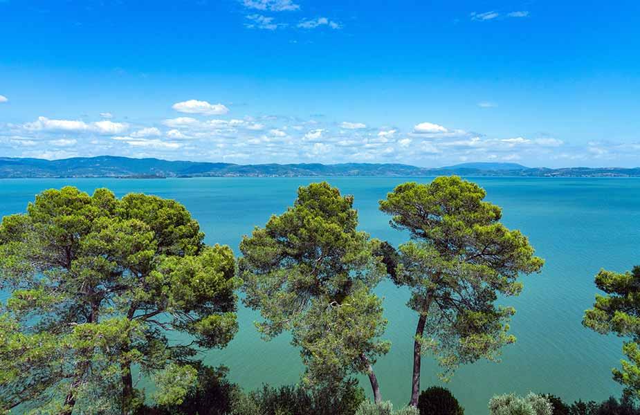 Het mooie Trasimeno meer in Umbrie in Italie