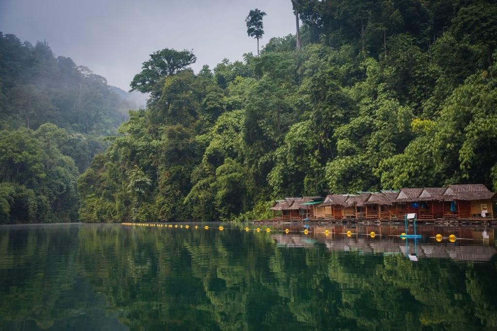 Tips voor je vakantie naar Thailand, ga slapen in de jungle van Khao Sok National Park