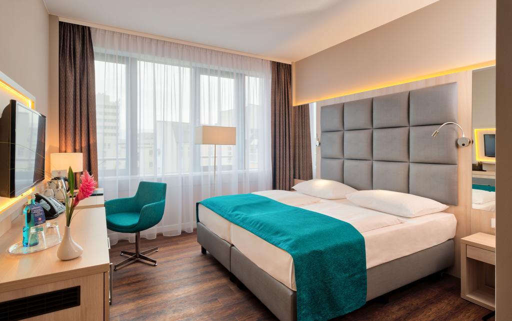 Slaapkamer in het Hollywood Media hotel in Berlijn