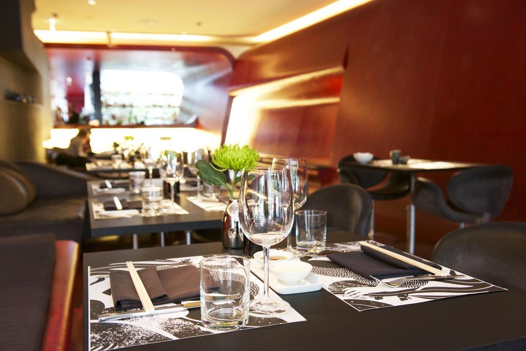 Interieur van het moderne restaurant in Hotel Q