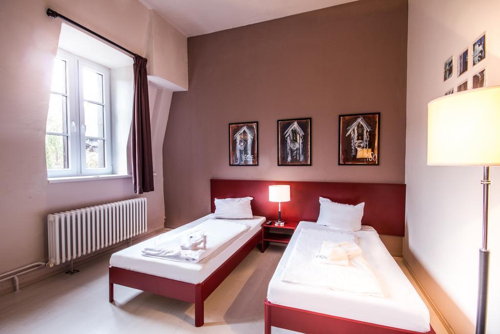 Interieur van een slaapkamer in Plus Hotel Berlijn