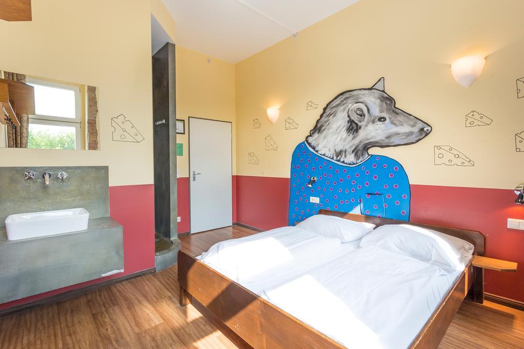 Interieur van een slaapkamer in Sunflower Hostel in Berlijn