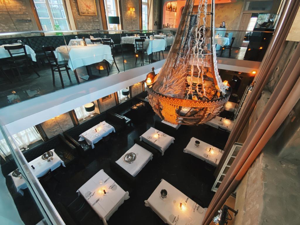 Interieur van The Grand Restaurant en cocktail bar in Berlijn