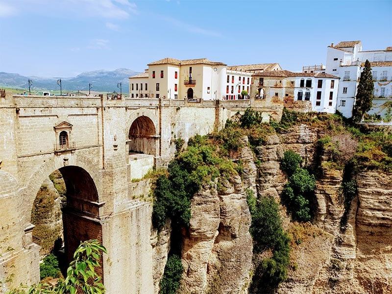 Zicht op brug bij Ronda in Spanje