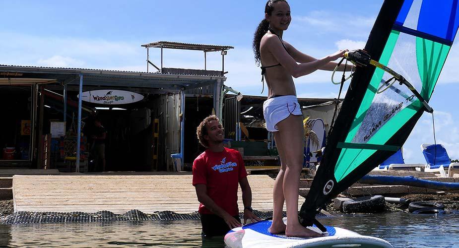 Leren windsurfen op Curacao