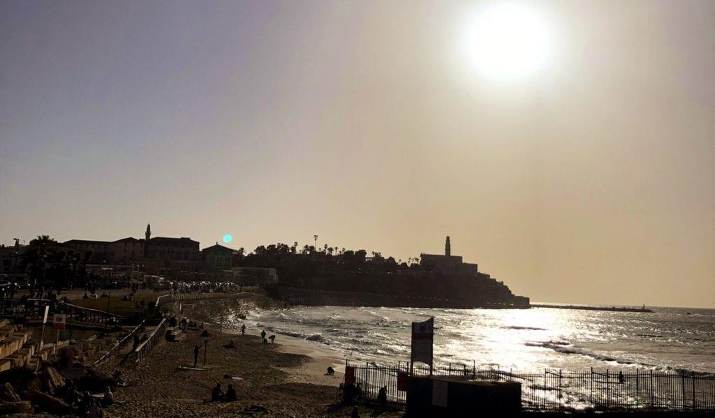 tel-aviv-strand-zonsondergang-manta-ray