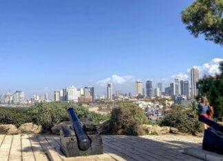 Uitzicht op de skyline van Tel Aviv
