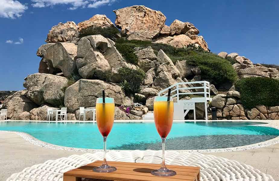 Cocktailje drinken tijdens je vakantie naar Sardinie
