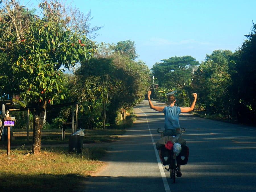 Elske op de fiets voor het fietsen door Thailand