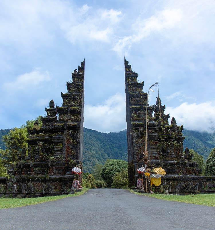 Blik op de Handara gate op het eiland Bali