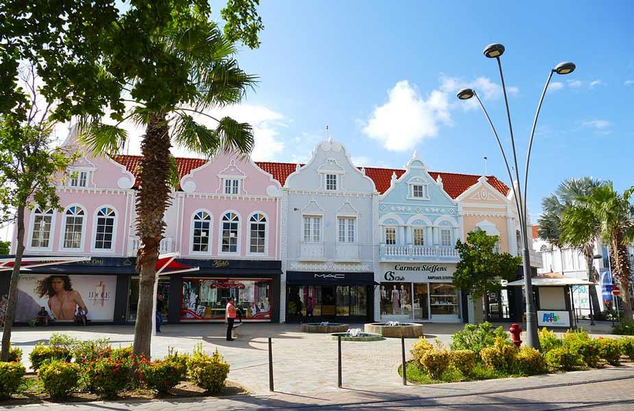 Kleurrijke winkels in Oranjestad op Aruba