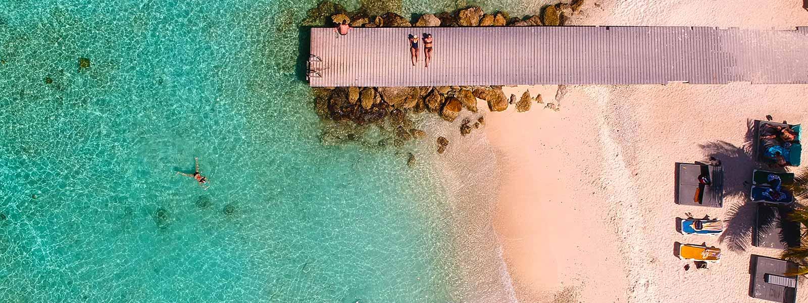 Helder water en strand bij Playa Porto Marie op Curacao