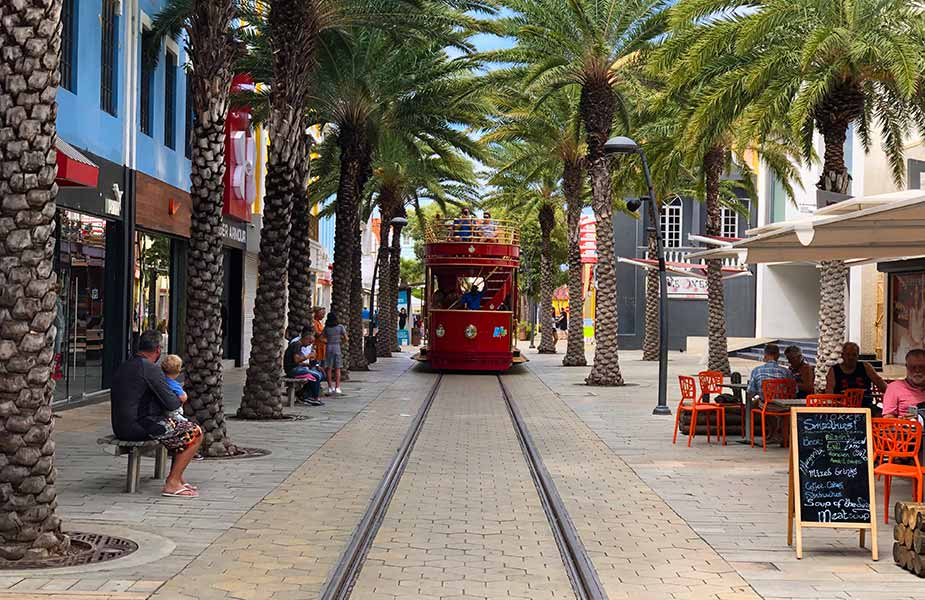 Tram in Oranjestad op Aruba