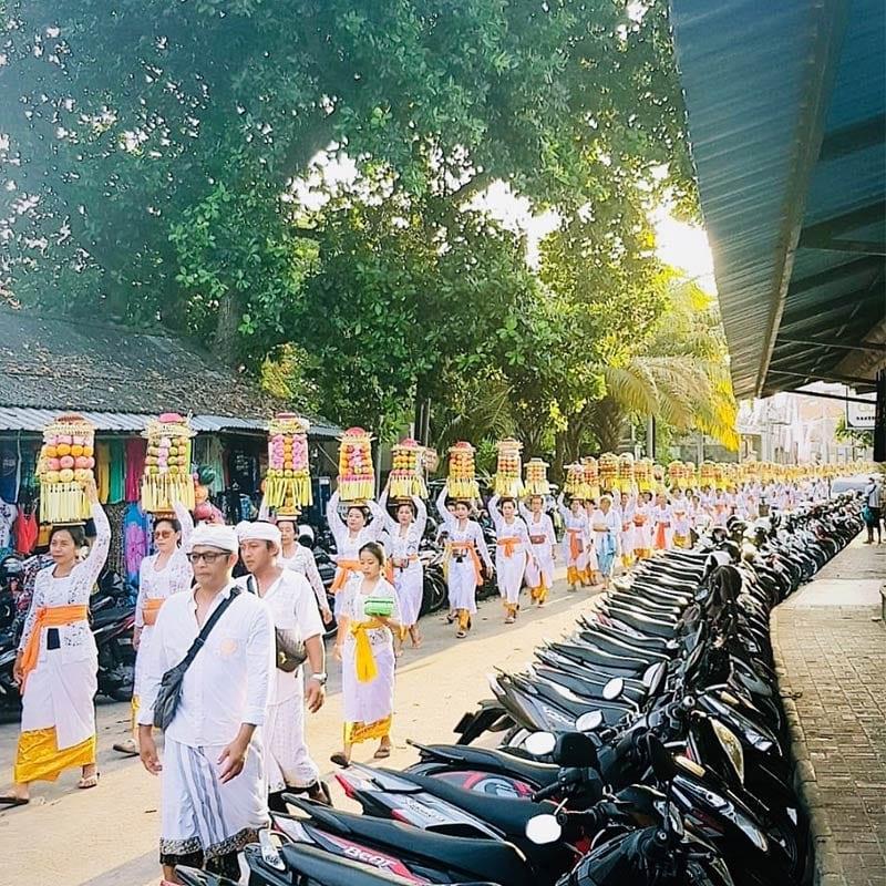Traditionele optocht op Bali