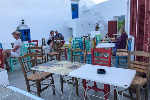 Eilandhoppen Griekenland, genieten op het terras van Artemonas Mosaic Café op Sifnos