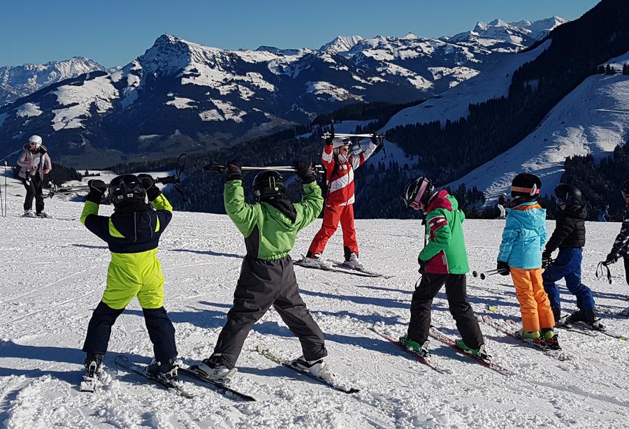 Het leven van een skileraar: ski-les geven