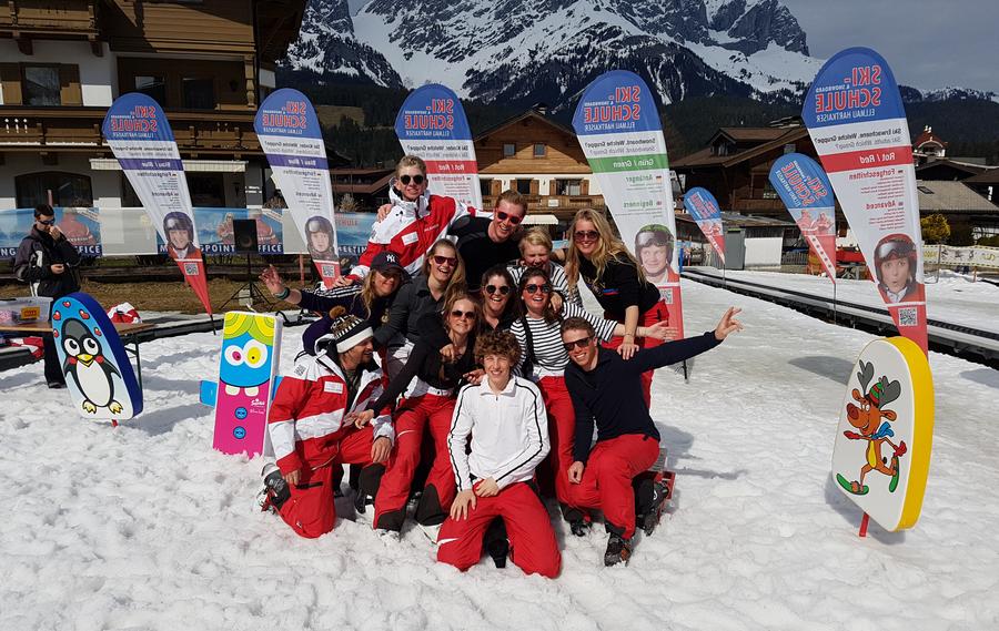 Groepsfoto van alle skileraren