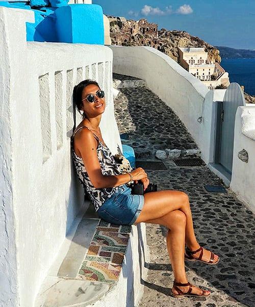 Namfon op Santorini tijdens het eilandhoppen in Griekenland