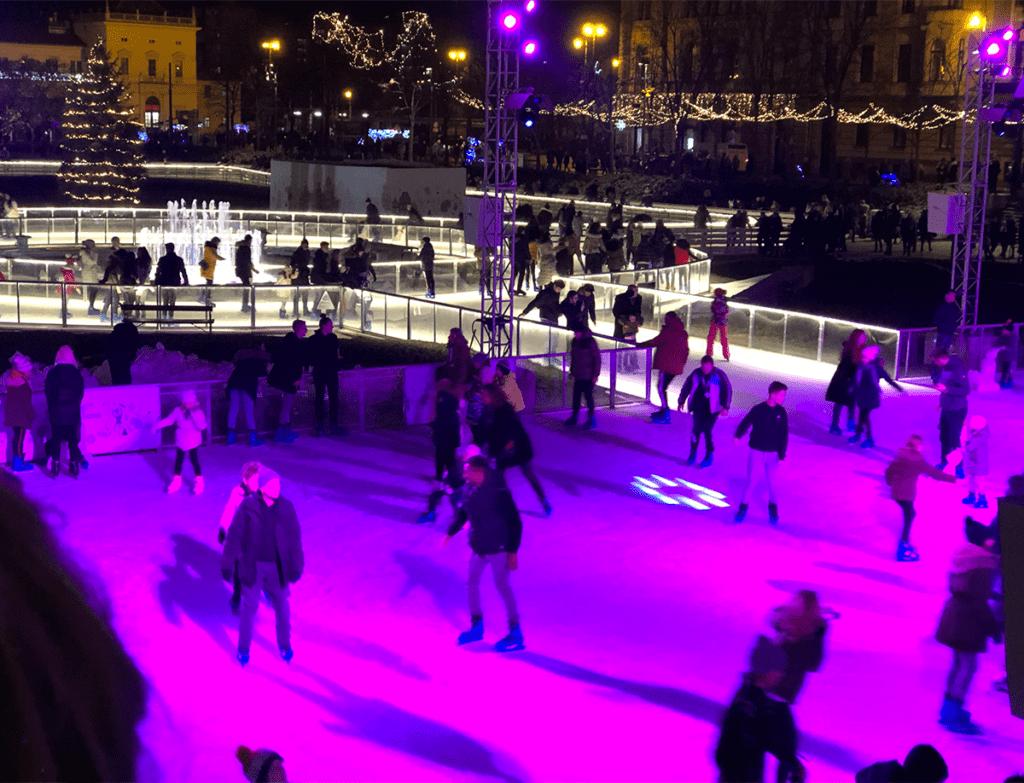 Schaatsbaan tijdens de periode van kerst in Zagreb