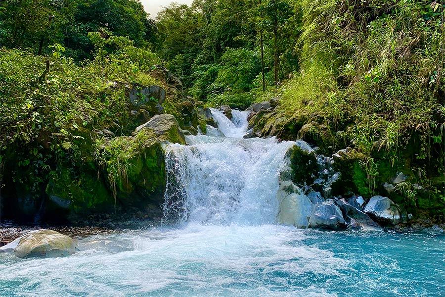Waterval in de natuur van Costa Rica