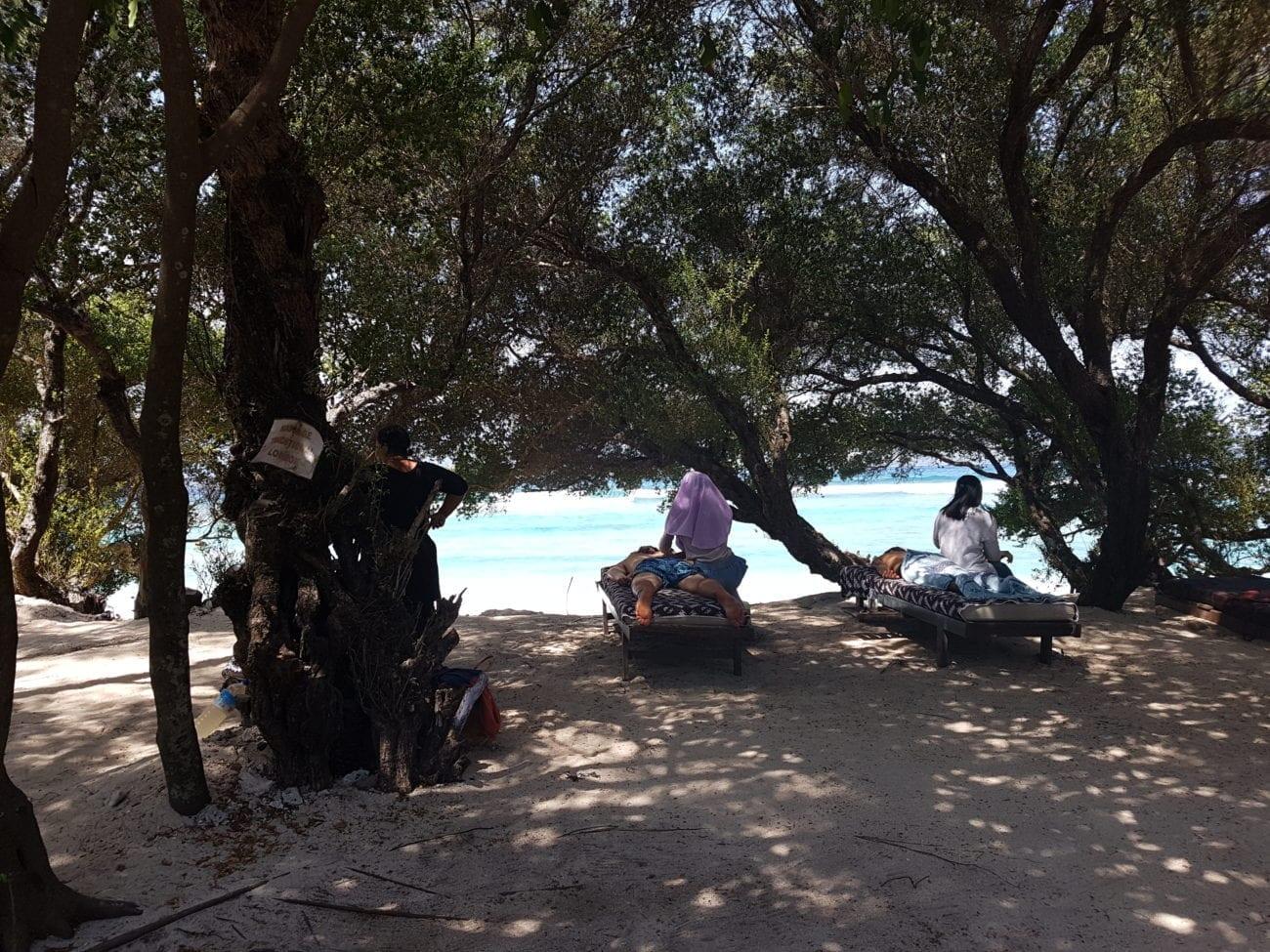 Neem een massage op het strand tijdens jouw 5 dagen op de Gili-eilanden