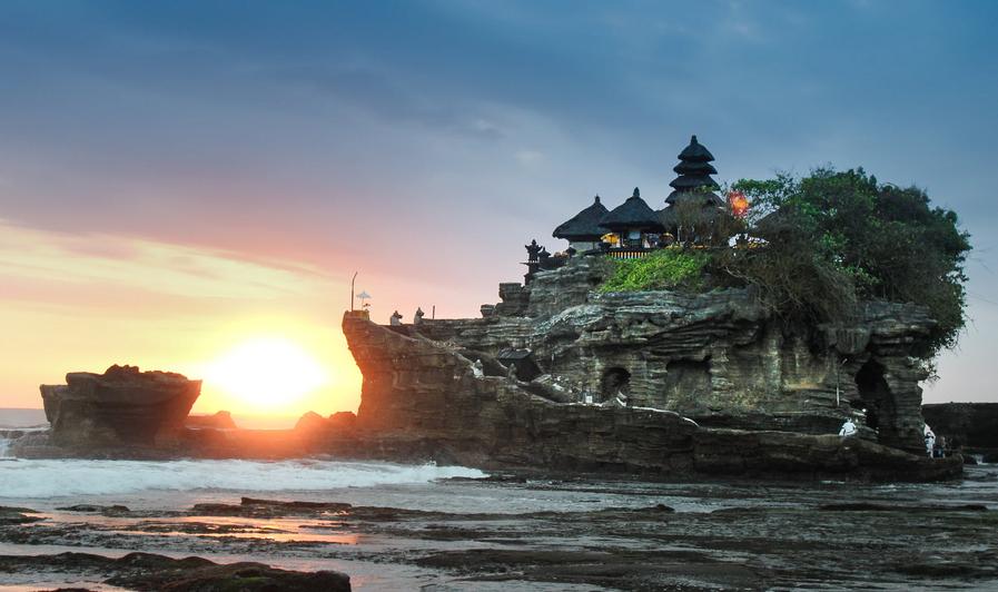 De Pura Tanah Lot Tempel in de branding