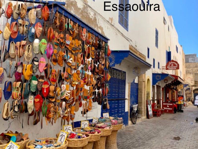 Een winkelstraatje in Essaouira
