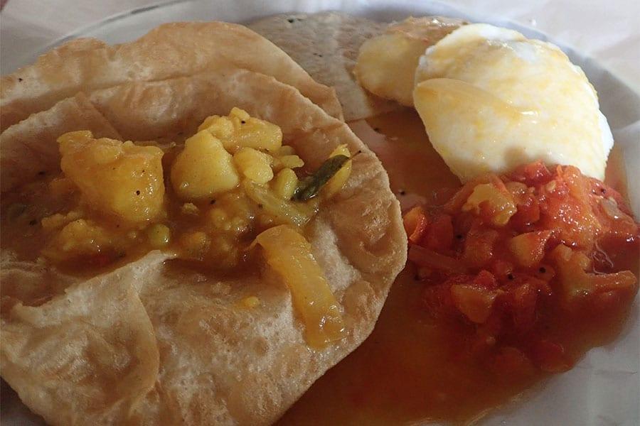 Fietsen door Zuid-India, een ontbijtje om dag weer te starten