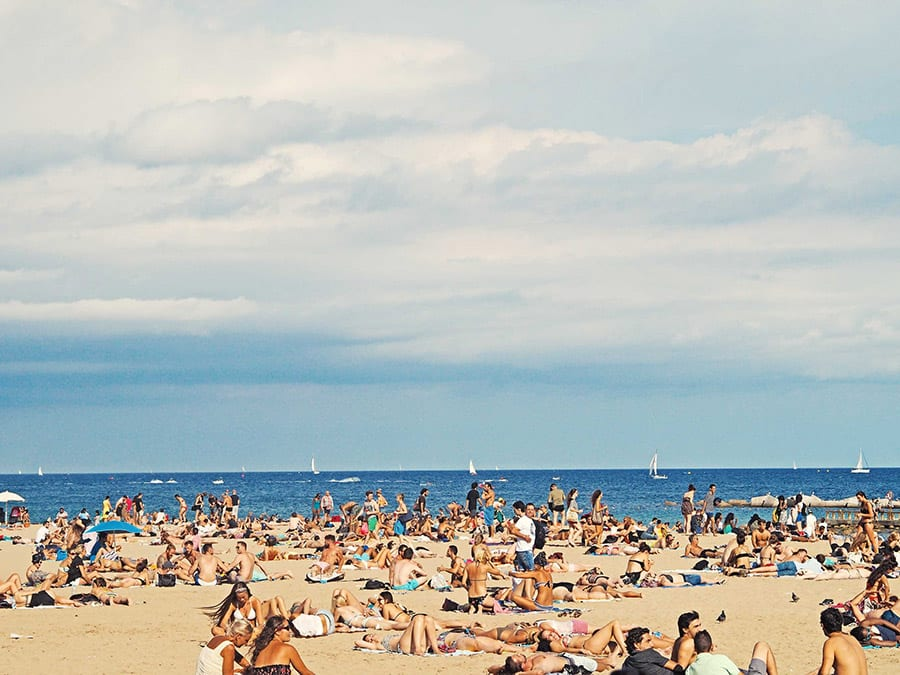 citytrip naar barcelona stranddag