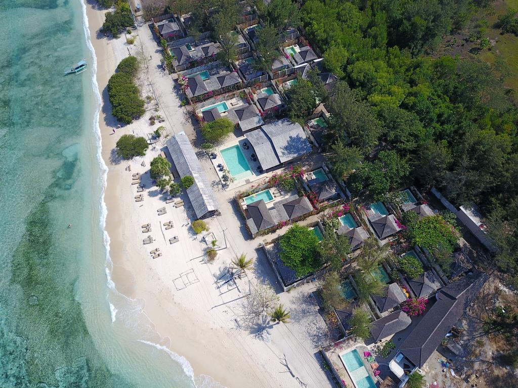 Ligging aan strand van Avia Villa Resort Gili Meno