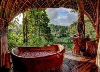 Bad met uitzicht van Bambu Hotel Bali