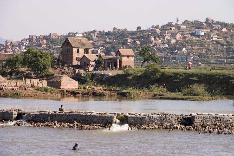 Dorpjes aan het water in Madagaskar