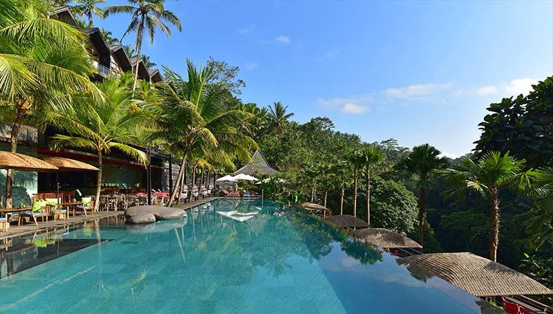 Zwembad Chapung Sebali met uitzicht