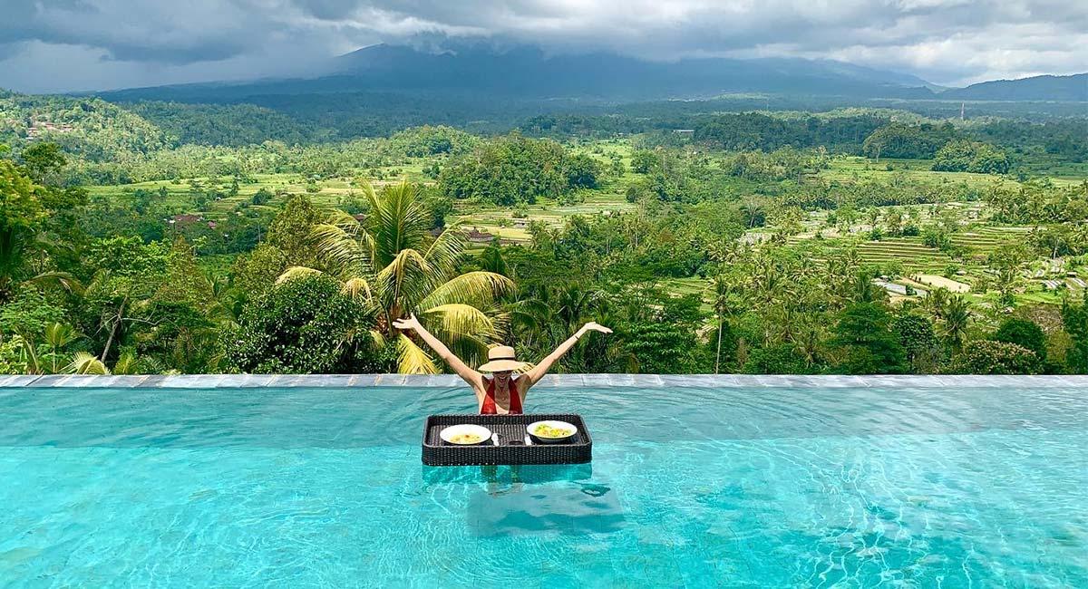 Absoluut een van de leukste restaurants op Bali; Lunch in de infinity pool van Pondok Wisata Patal Kikian