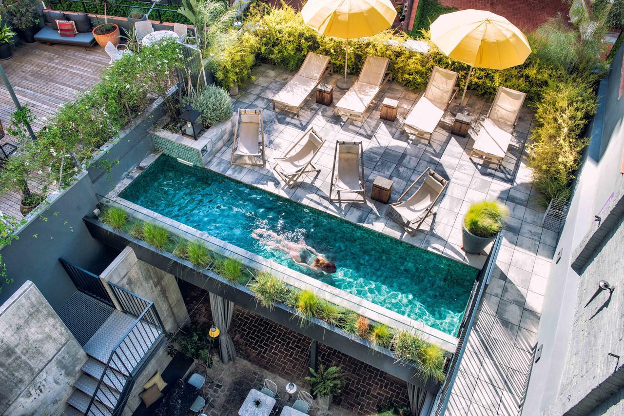 Tuin met zwembad van Hotel Brummell in Barcelona