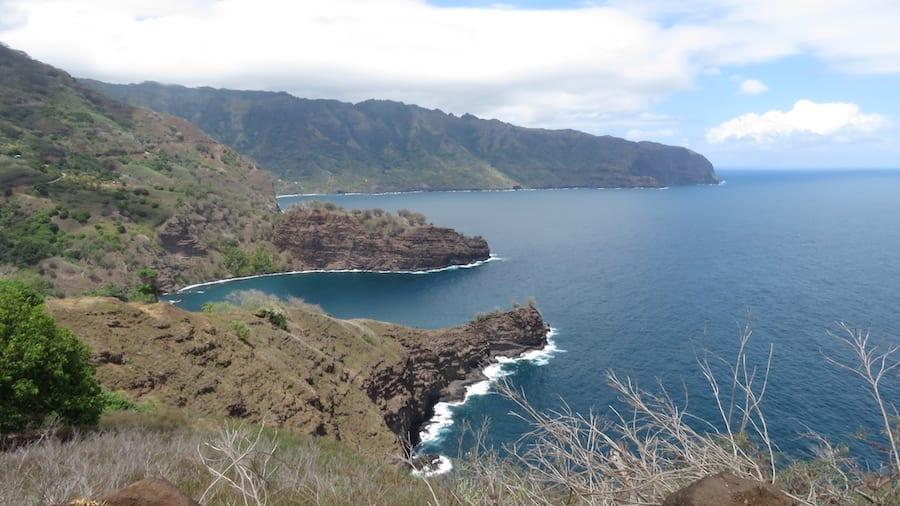 Uitzicht over de zee vanaf Ua Pou eiland
