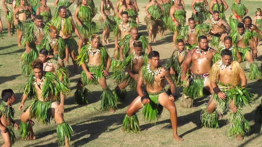 Mannen dansen de haka dans