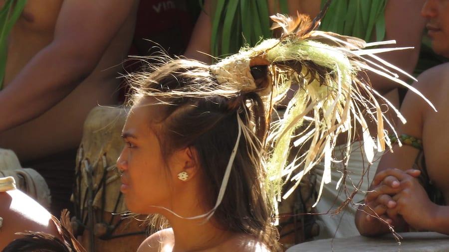 Polynesische vrouw met bijzonder haar