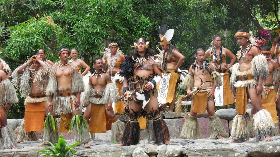 Dansers Matavaa O te Henua Enana festival, klaar voor hun haka dans