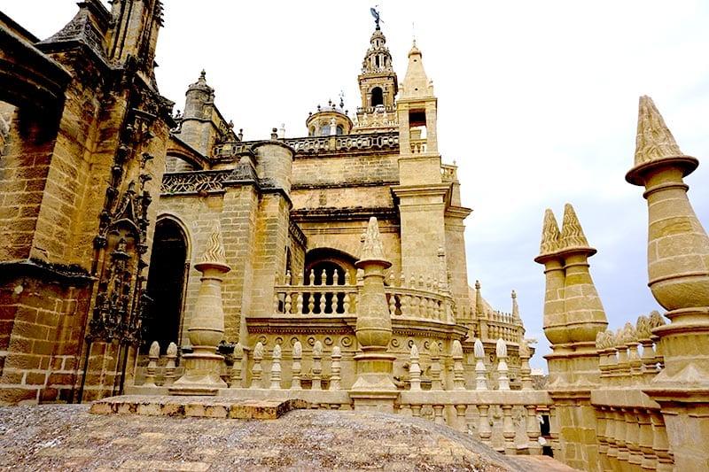 Uitzicht op kathedraal van Sevilla van boven